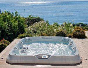 Whirlpool mit Blick aufs Meer