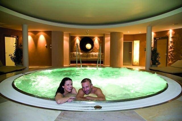 Whirlpool indoor mit lichter